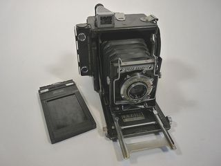 800px-Graflex_speedgraphic_medium_format,_1